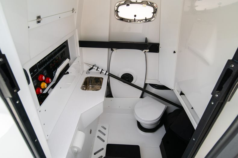 Thumbnail 43 for Used 2020 Blackfin 332CC Center Console boat for sale in Fort Lauderdale, FL