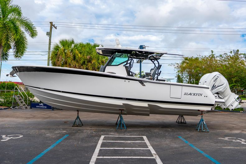 Thumbnail 4 for Used 2020 Blackfin 332CC Center Console boat for sale in Fort Lauderdale, FL