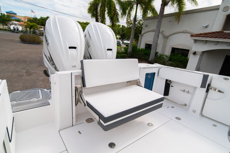 Thumbnail 10 for Used 2020 Blackfin 332CC Center Console boat for sale in Fort Lauderdale, FL