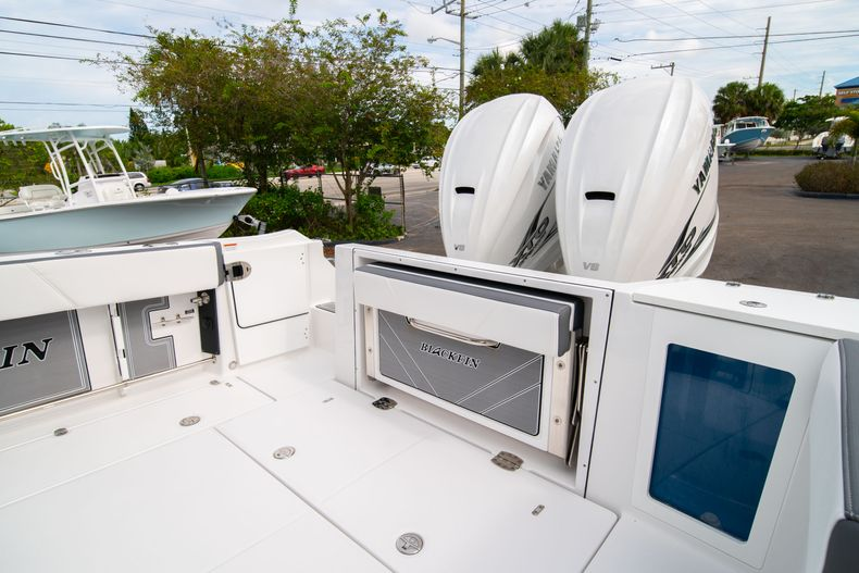 Thumbnail 11 for Used 2020 Blackfin 332CC Center Console boat for sale in Fort Lauderdale, FL