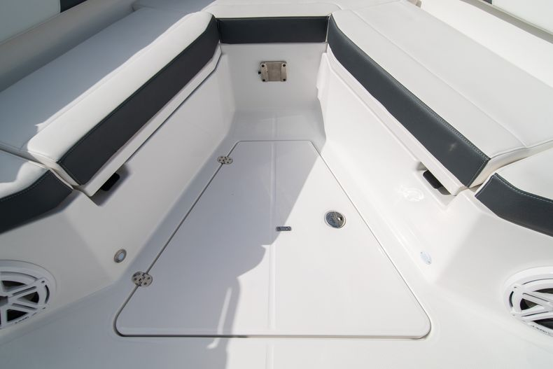 Thumbnail 55 for Used 2020 Blackfin 332CC Center Console boat for sale in Fort Lauderdale, FL