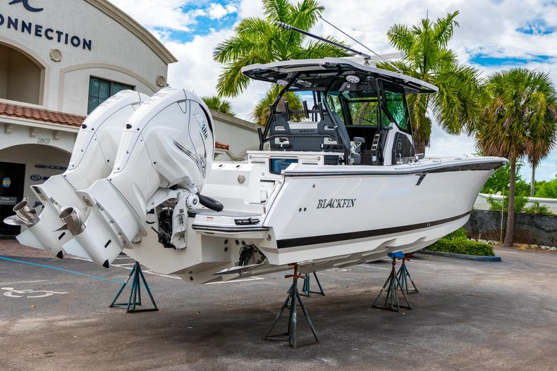 Thumbnail 7 for Used 2020 Blackfin 332CC Center Console boat for sale in Fort Lauderdale, FL