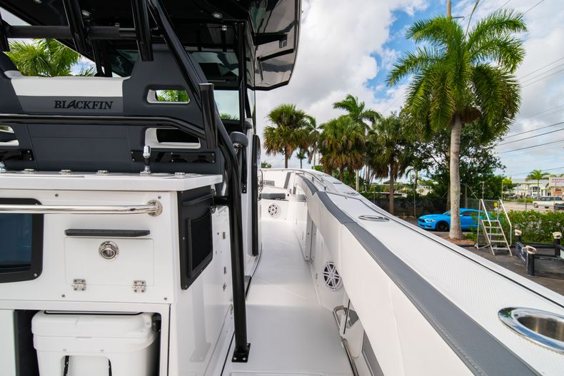 Thumbnail 17 for Used 2020 Blackfin 332CC Center Console boat for sale in Fort Lauderdale, FL