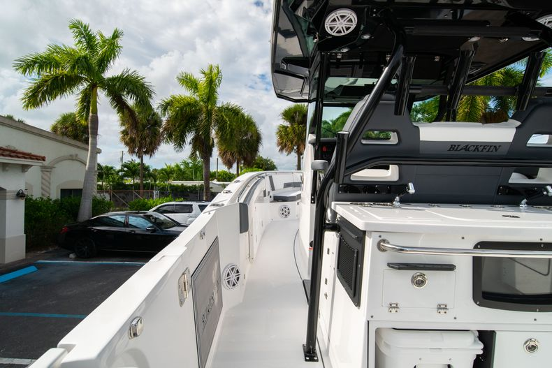 Thumbnail 29 for Used 2020 Blackfin 332CC Center Console boat for sale in Fort Lauderdale, FL