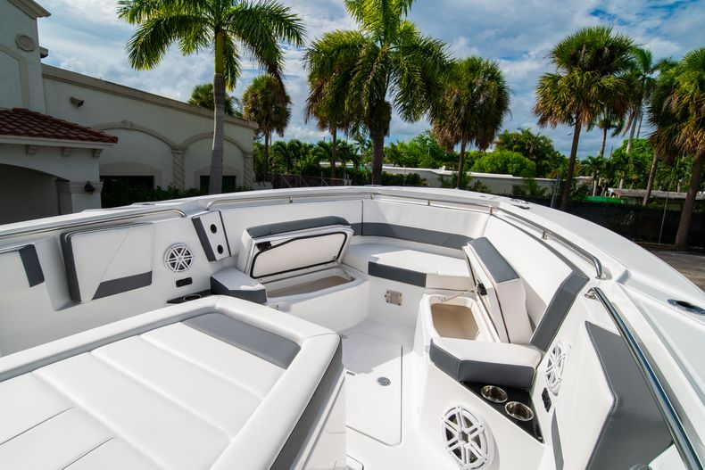 Thumbnail 49 for Used 2020 Blackfin 332CC Center Console boat for sale in Fort Lauderdale, FL