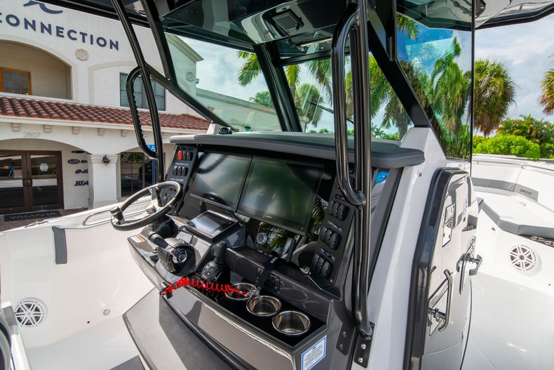 Thumbnail 32 for Used 2020 Blackfin 332CC Center Console boat for sale in Fort Lauderdale, FL