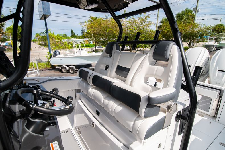 Thumbnail 40 for Used 2020 Blackfin 332CC Center Console boat for sale in Fort Lauderdale, FL