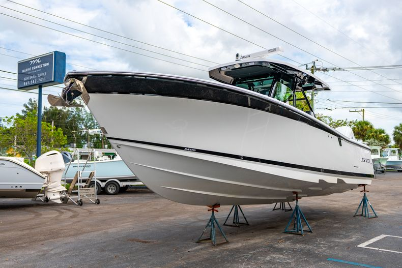 Thumbnail 3 for Used 2020 Blackfin 332CC Center Console boat for sale in Fort Lauderdale, FL