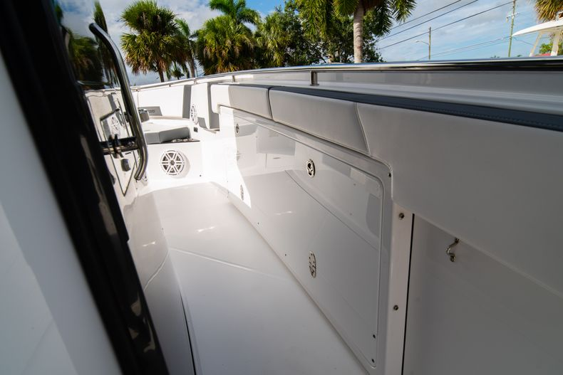 Thumbnail 44 for Used 2020 Blackfin 332CC Center Console boat for sale in Fort Lauderdale, FL