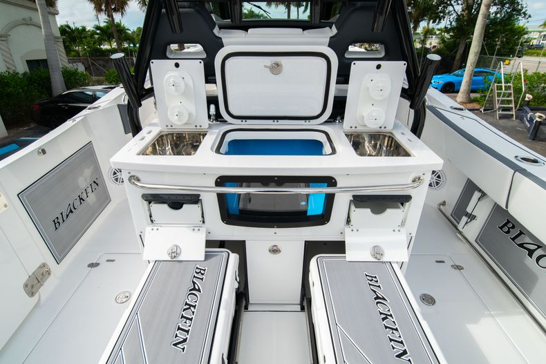Thumbnail 21 for Used 2020 Blackfin 332CC Center Console boat for sale in Fort Lauderdale, FL