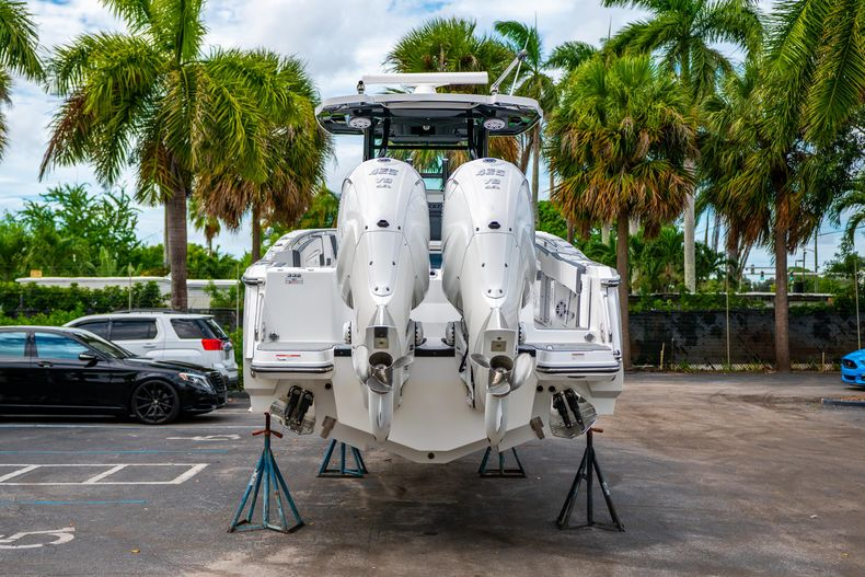 Thumbnail 6 for Used 2020 Blackfin 332CC Center Console boat for sale in Fort Lauderdale, FL