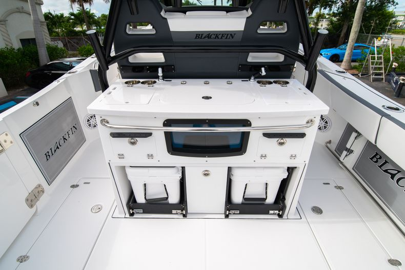Thumbnail 20 for Used 2020 Blackfin 332CC Center Console boat for sale in Fort Lauderdale, FL