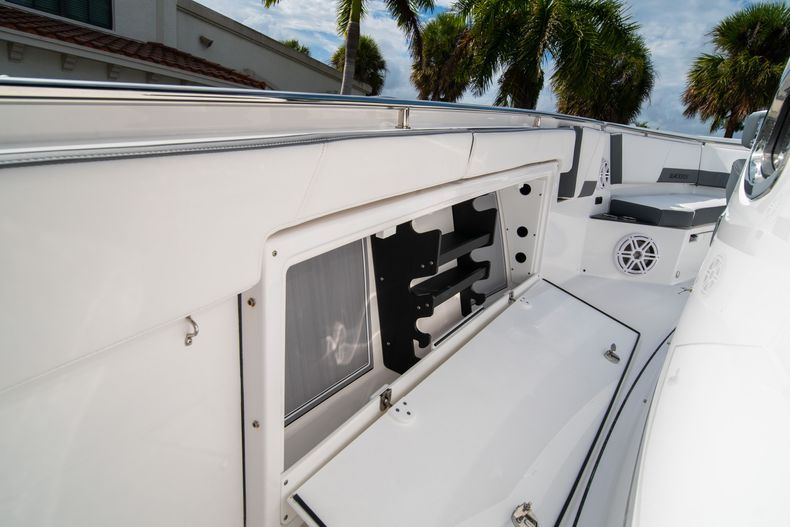 Thumbnail 47 for Used 2020 Blackfin 332CC Center Console boat for sale in Fort Lauderdale, FL