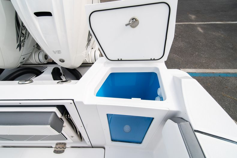 Thumbnail 15 for Used 2020 Blackfin 332CC Center Console boat for sale in Fort Lauderdale, FL