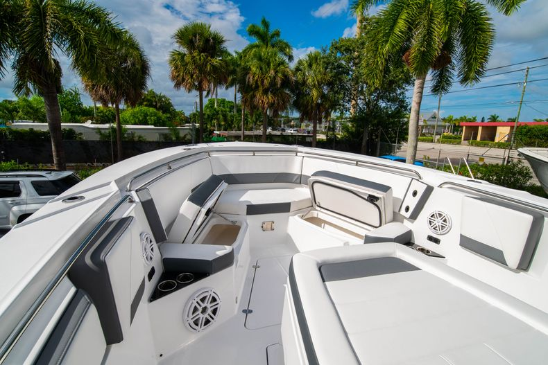 Thumbnail 52 for Used 2020 Blackfin 332CC Center Console boat for sale in Fort Lauderdale, FL