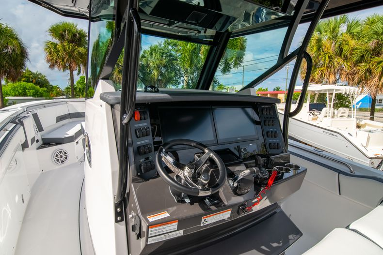 Thumbnail 37 for Used 2020 Blackfin 332CC Center Console boat for sale in Fort Lauderdale, FL