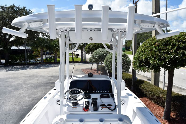 Thumbnail 10 for New 2021 Sportsman Masters 227 Bay Boat boat for sale in Vero Beach, FL