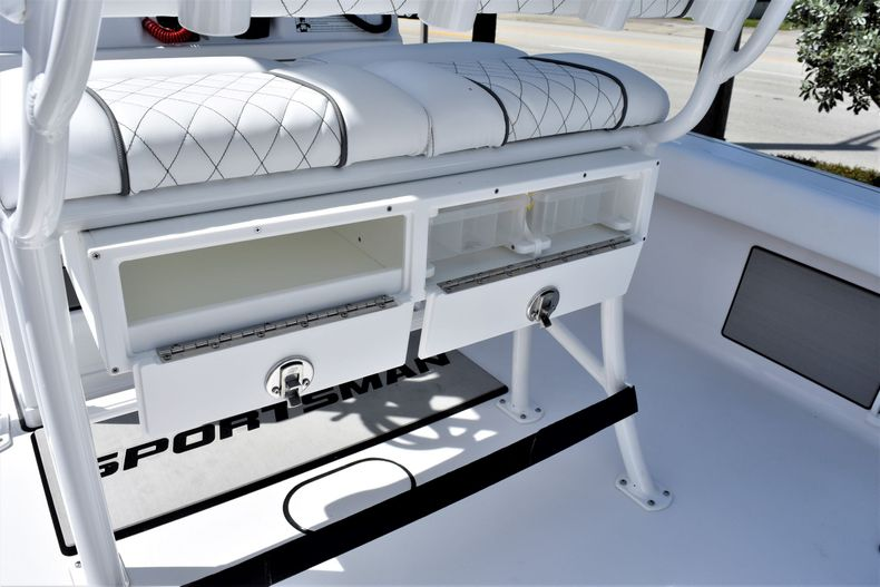 Thumbnail 26 for New 2021 Sportsman Masters 227 Bay Boat boat for sale in Vero Beach, FL