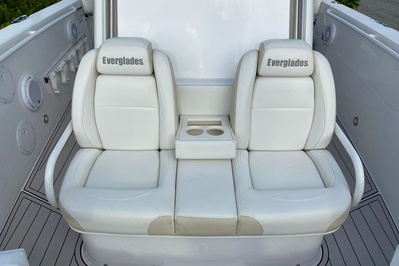 Thumbnail 19 for Used 2016 Everglades 325 CC Center Console boat for sale in Stuart, FL