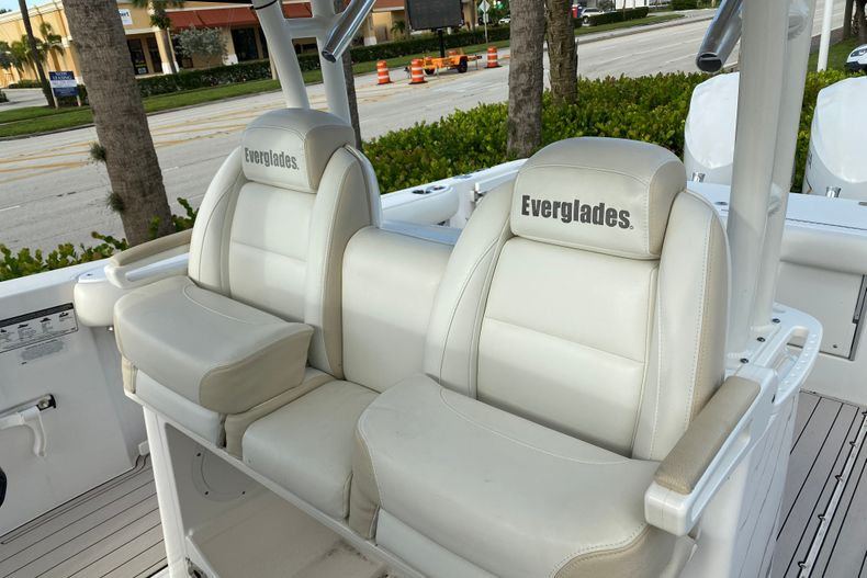 Thumbnail 16 for Used 2016 Everglades 325 CC Center Console boat for sale in Stuart, FL