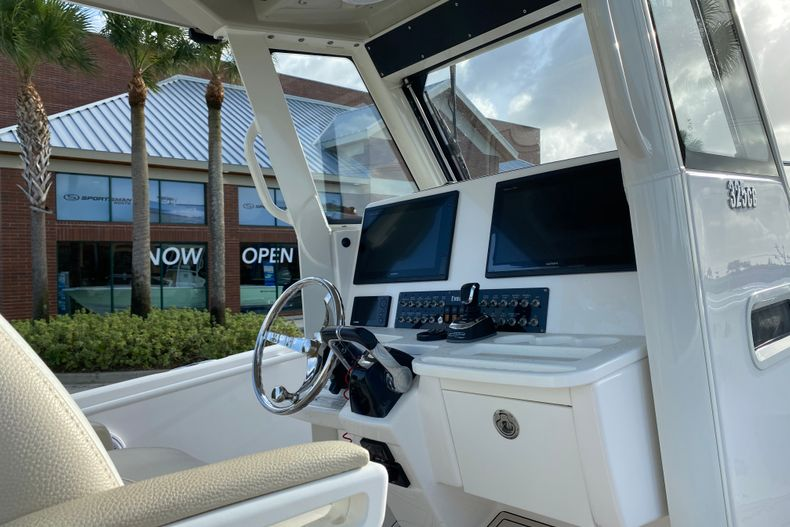 Thumbnail 10 for Used 2016 Everglades 325 CC Center Console boat for sale in Stuart, FL