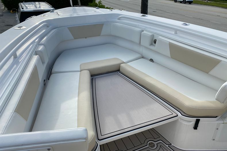 Thumbnail 21 for Used 2016 Everglades 325 CC Center Console boat for sale in Stuart, FL
