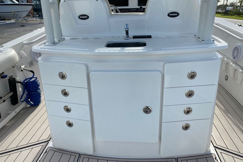 Thumbnail 6 for Used 2016 Everglades 325 CC Center Console boat for sale in Stuart, FL