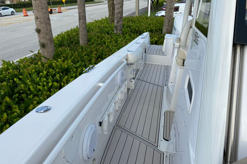 Thumbnail 7 for Used 2016 Everglades 325 CC Center Console boat for sale in Stuart, FL
