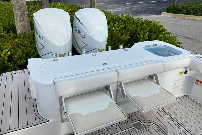 Thumbnail 5 for Used 2016 Everglades 325 CC Center Console boat for sale in Stuart, FL