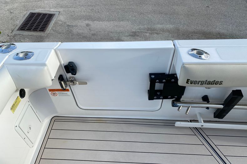 Thumbnail 9 for Used 2016 Everglades 325 CC Center Console boat for sale in Stuart, FL