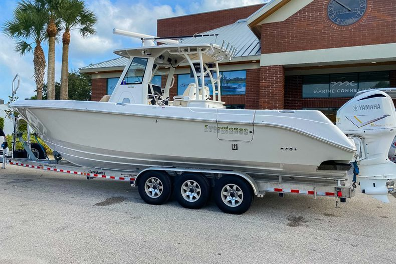 Thumbnail 3 for Used 2016 Everglades 325 CC Center Console boat for sale in Stuart, FL
