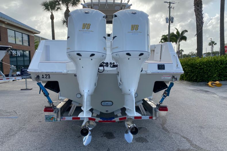 Thumbnail 4 for Used 2016 Everglades 325 CC Center Console boat for sale in Stuart, FL