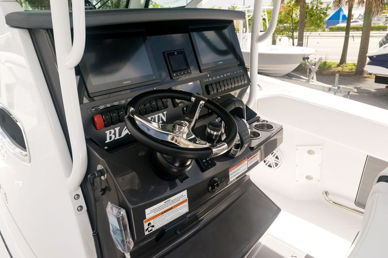 Thumbnail 38 for New 2021 Blackfin 272CC boat for sale in West Palm Beach, FL