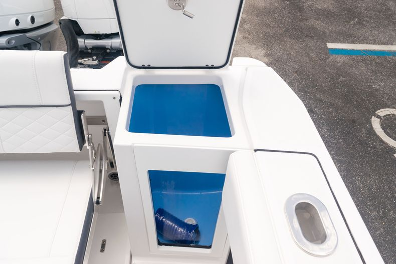 Thumbnail 11 for New 2021 Blackfin 272CC boat for sale in West Palm Beach, FL