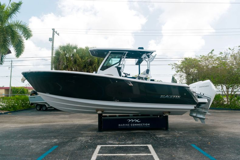 Thumbnail 4 for New 2021 Blackfin 272CC boat for sale in West Palm Beach, FL