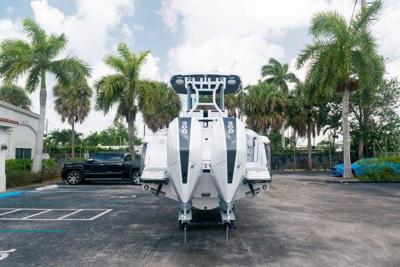 Thumbnail 6 for New 2021 Blackfin 272CC boat for sale in West Palm Beach, FL