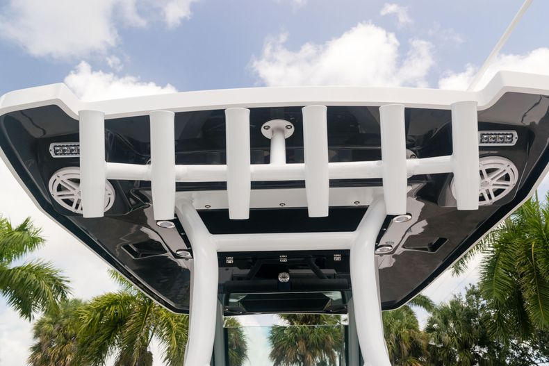 Thumbnail 40 for New 2021 Blackfin 272CC boat for sale in West Palm Beach, FL