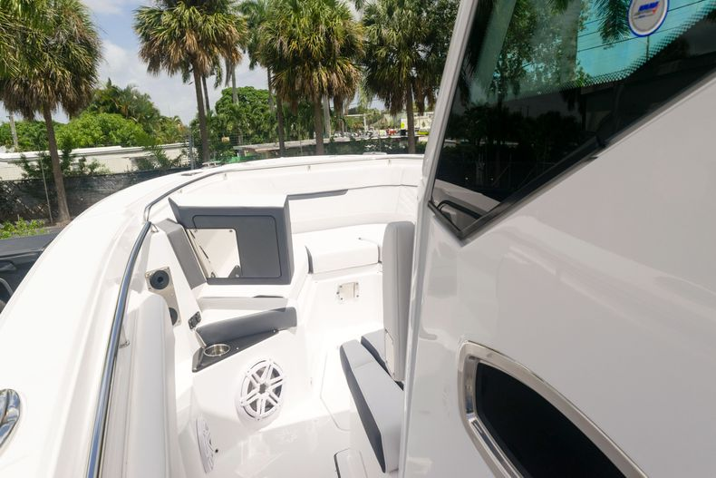 Thumbnail 46 for New 2021 Blackfin 272CC boat for sale in West Palm Beach, FL