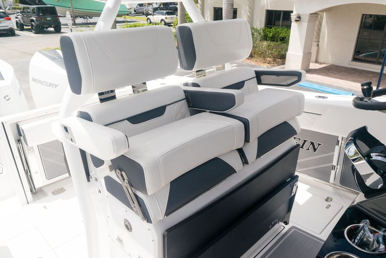 Thumbnail 28 for New 2021 Blackfin 272CC boat for sale in West Palm Beach, FL