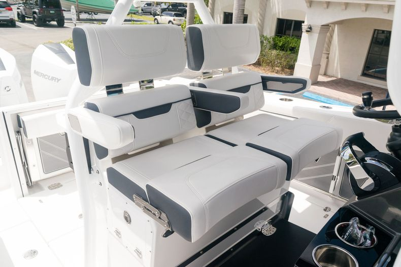 Thumbnail 27 for New 2021 Blackfin 272CC boat for sale in West Palm Beach, FL