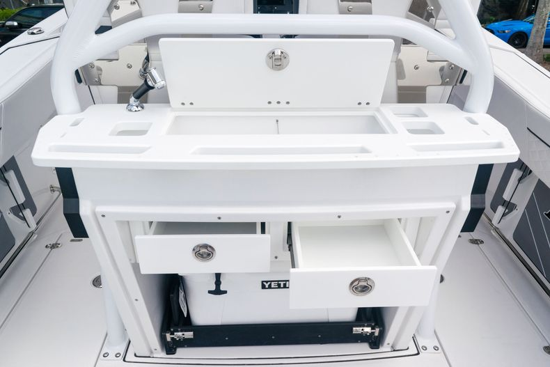 Thumbnail 16 for New 2021 Blackfin 272CC boat for sale in West Palm Beach, FL