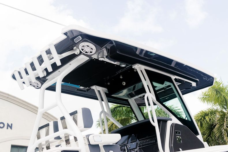 Thumbnail 68 for New 2021 Blackfin 272CC boat for sale in West Palm Beach, FL