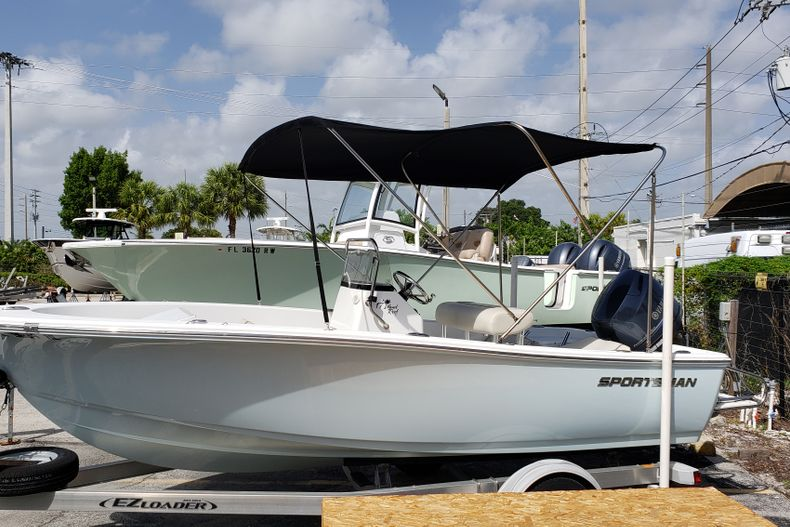 Thumbnail 1 for Used 2017 Sportsman 17 Island Reef boat for sale in Fort Lauderdale, FL
