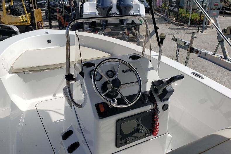 Thumbnail 7 for Used 2017 Sportsman 17 Island Reef boat for sale in Fort Lauderdale, FL