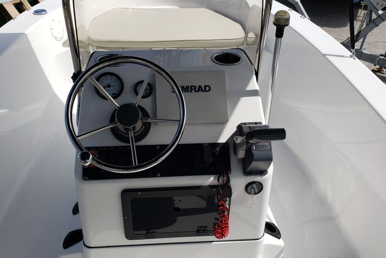 Thumbnail 6 for Used 2017 Sportsman 17 Island Reef boat for sale in Fort Lauderdale, FL