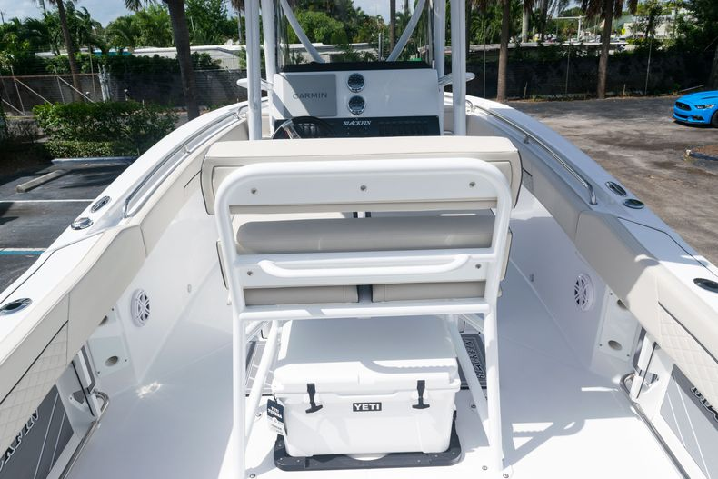 Thumbnail 11 for New 2021 Blackfin 222CC boat for sale in West Palm Beach, FL