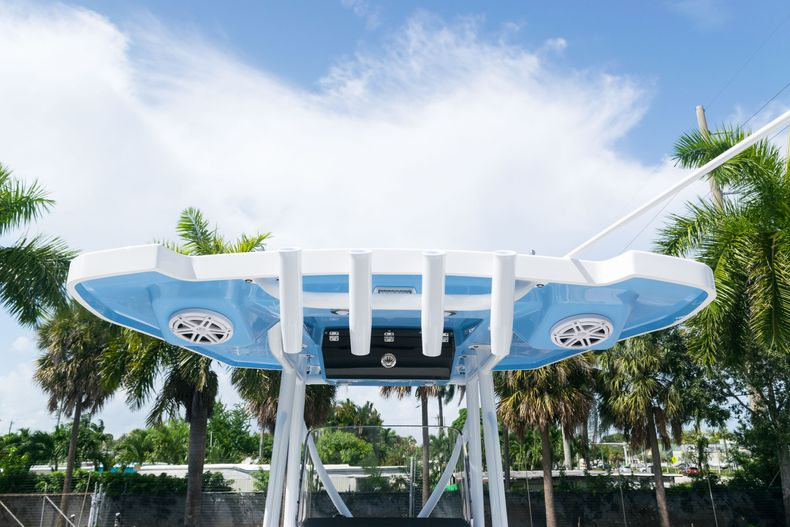 Thumbnail 12 for New 2021 Blackfin 222CC boat for sale in West Palm Beach, FL