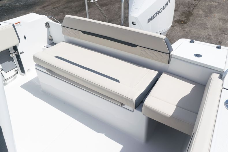 Thumbnail 16 for New 2021 Blackfin 222CC boat for sale in West Palm Beach, FL