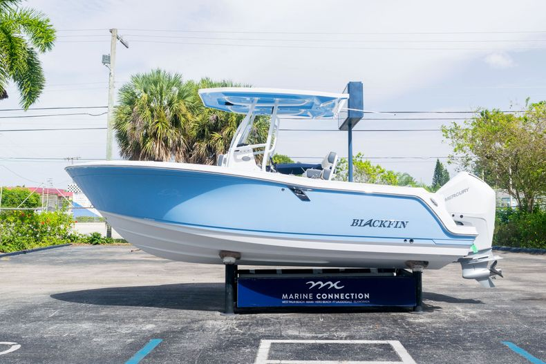 Thumbnail 4 for New 2021 Blackfin 222CC boat for sale in West Palm Beach, FL