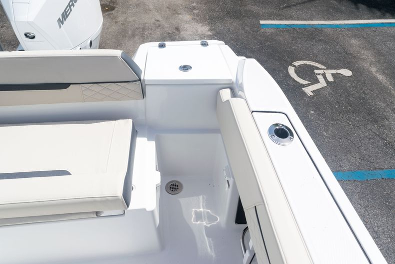 Thumbnail 17 for New 2021 Blackfin 222CC boat for sale in West Palm Beach, FL